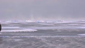 在冻贝加尔湖的雪风暴 股票视频