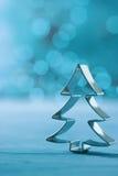 在凉快的冬天蓝色的圣诞树装饰 库存图片