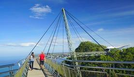 在凌家卫岛海岛上的天空桥梁 免版税图库摄影