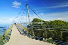 在凌家卫岛海岛上的天空桥梁 免版税库存照片