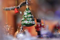 在减速火箭的样式的圣诞节冷杉 图库摄影