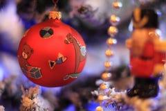 在减速火箭的样式的圣诞节球 库存图片