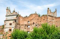 在凝视Selo的Staroselskiy城堡在利沃夫州 图库摄影