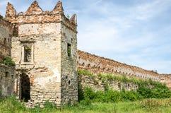 在凝视Selo的Staroselskiy城堡在利沃夫州 免版税库存图片