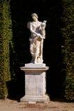 在凡尔赛宫庭院的雕塑在法国 免版税库存照片