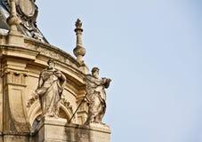 在凡尔赛宫殿的圣徒雕塑 图库摄影