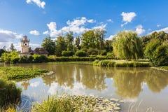 在凡尔赛宫殿附近的女王/王后的小村庄 免版税图库摄影