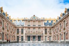 在凡尔赛宫的大理石法院 免版税库存照片