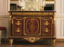 在凡尔赛宫的木家具 免版税库存照片