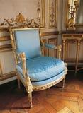 在凡尔赛宫的老扶手椅子,法国 免版税图库摄影