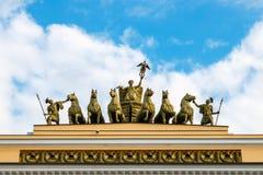 在凯旋门的罗马四马二轮战车 免版税库存照片