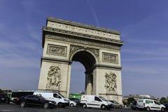 在凯旋门巴黎的交通 图库摄影