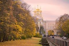 在凯瑟琳宫殿的10月多云晚上 Tsarskoe Selo 免版税库存图片