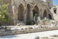 在凯里尼亚附近的Bellapais修道院 免版税库存照片