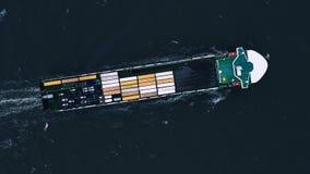 在出口和进口的集装箱船 国际运输货物 股票视频