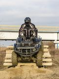 在出口期间的ATV司机从在训练的障碍 免版税库存照片