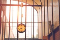 在出口的时钟 库存照片