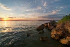 在出海口的日落 免版税库存照片