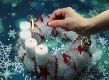 在出现的第三个出现星期天蜡烛缠绕 免版税图库摄影