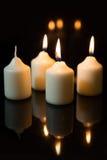 在出现的第三星期天,蜡烛有黑背景 库存图片