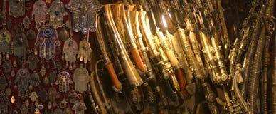 在刀片的剑刀子在casbah购物 免版税库存照片