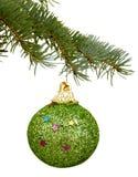 在分支的绿色圣诞节玩具 库存照片