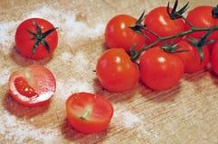 在分行的红色蕃茄 库存图片