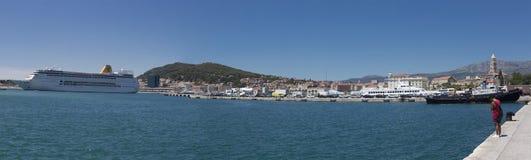 在分裂口岸,克罗地亚的巡洋舰 库存图片