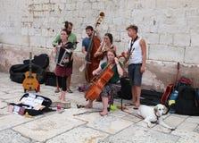 在分裂,克罗地亚/街道带的旅游业 免版税库存照片