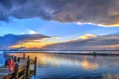 在切塞皮克湾的日落在马里兰 免版税图库摄影