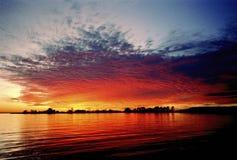 在切塞皮克湾的秋天颜色 库存照片