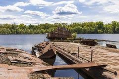 在切尔诺贝利港的凹下去的船  免版税库存照片