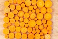 在切板安排的切好的红萝卜 图库摄影