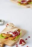 在切板的一个开胃沙拉三明治 免版税图库摄影