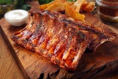 在切板的味道好的水多的烤肉 库存照片