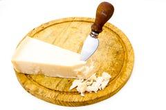 在切板的帕尔马干酪 免版税库存图片