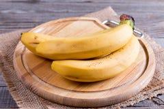 在切板的新鲜的香蕉 库存图片