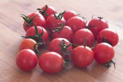 在切板的西红柿 图库摄影