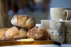 在切板的面包 免版税库存图片