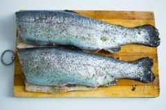 在切板的鱼 免版税库存图片