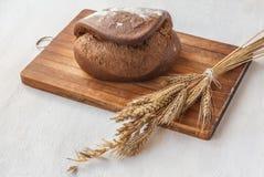 在切板的黑麦面包Tabatiere 免版税库存照片