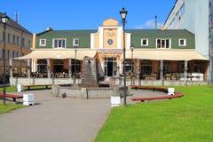在列宁街上的Akvatorija咖啡馆在Chernyakhovsk 库存图片