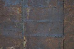 在创立2的老采矿的边的钢木瓦 库存图片