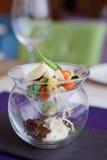 在创造性的玻璃器皿的菜开胃菜 库存照片