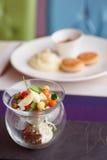 在创造性的玻璃器皿的菜开胃菜 库存图片