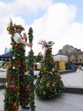 在利兹利物浦运河的200年庆祝的用花装饰的巨人在伯恩利兰开夏郡的 库存照片