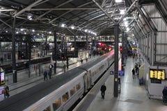 在利兹火车站的火车 免版税图库摄影