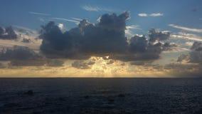 在利古里亚海的日落 免版税库存图片