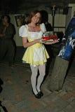 """在利奥对苯二酮现场广播的大气""""影片畸形人展示""""在慕尼黑啤酒节2005年,旧世界德国餐馆, Huntingto 免版税图库摄影"""