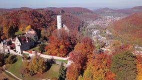 在利希滕斯泰因城堡,德国附近的飞行 股票录像